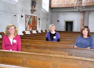 Noch sind sie da: Regina Adams (v.l.), Andrea Keber und Annette Pospesch bringen sich in ihrer Pfarrei ein, obwohl sie als Frauen nicht gleichberechtigt sind. Noch. Gleichzeitig kämpfen sie mit Maria 2.0 für Geschlechtergerechtigkeit in der katholischen Kirche. (Foto:EF)