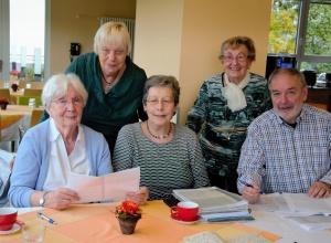 Übersetzen Dokumente aus vergangenen Zeiten: Das Team der Sütterlinstube Bingen. (Foto: EF)