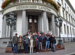 Mit ihren Freunden aus Wiesbaden besuchten die israelischen Gäste unter anderem den Hessischen Landtag.(Foto: edf)