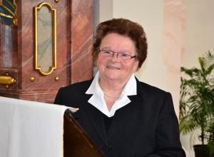 Katharina Gruber formulierte zu Ostern eine Fürbitte für einen guten, neuen Bischof. Was sie nicht ahnen konnte: Er saß direkt hinter ihr. (Bild:Friedgen)